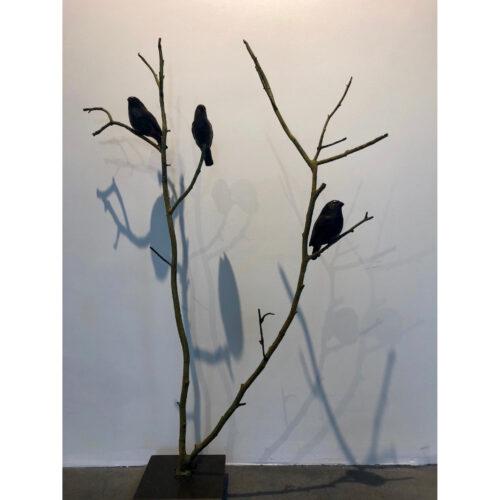 Rob Nagtzaam bronzen beeld 'Goudvinken op tak'