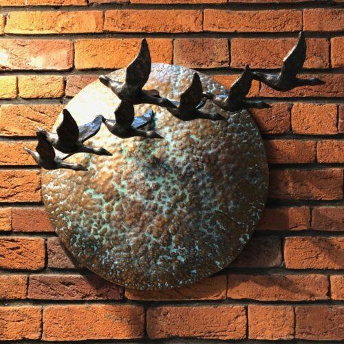 Rob Nagtzaam bronzen wandbeeld 'Vliegende eenden'