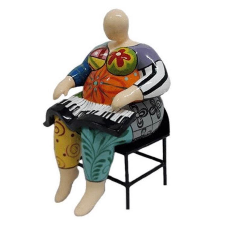 Mia Coppola beeld 'Keyboard player'