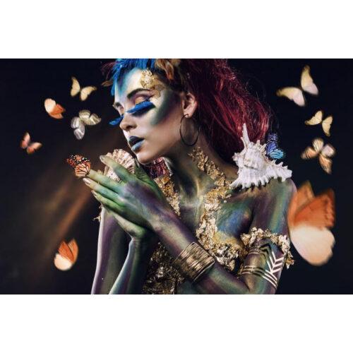 Foto op glas 'Woman with butterflies'