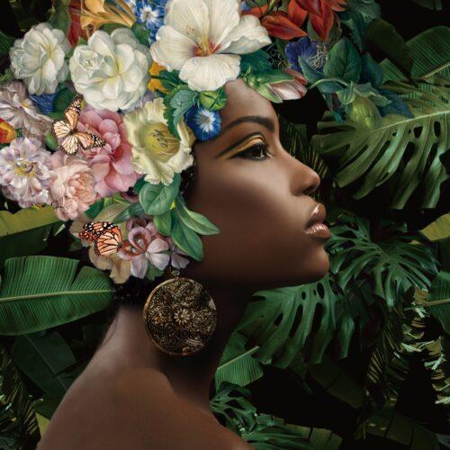 Foto op glas 'Beauty with flowers on her head'
