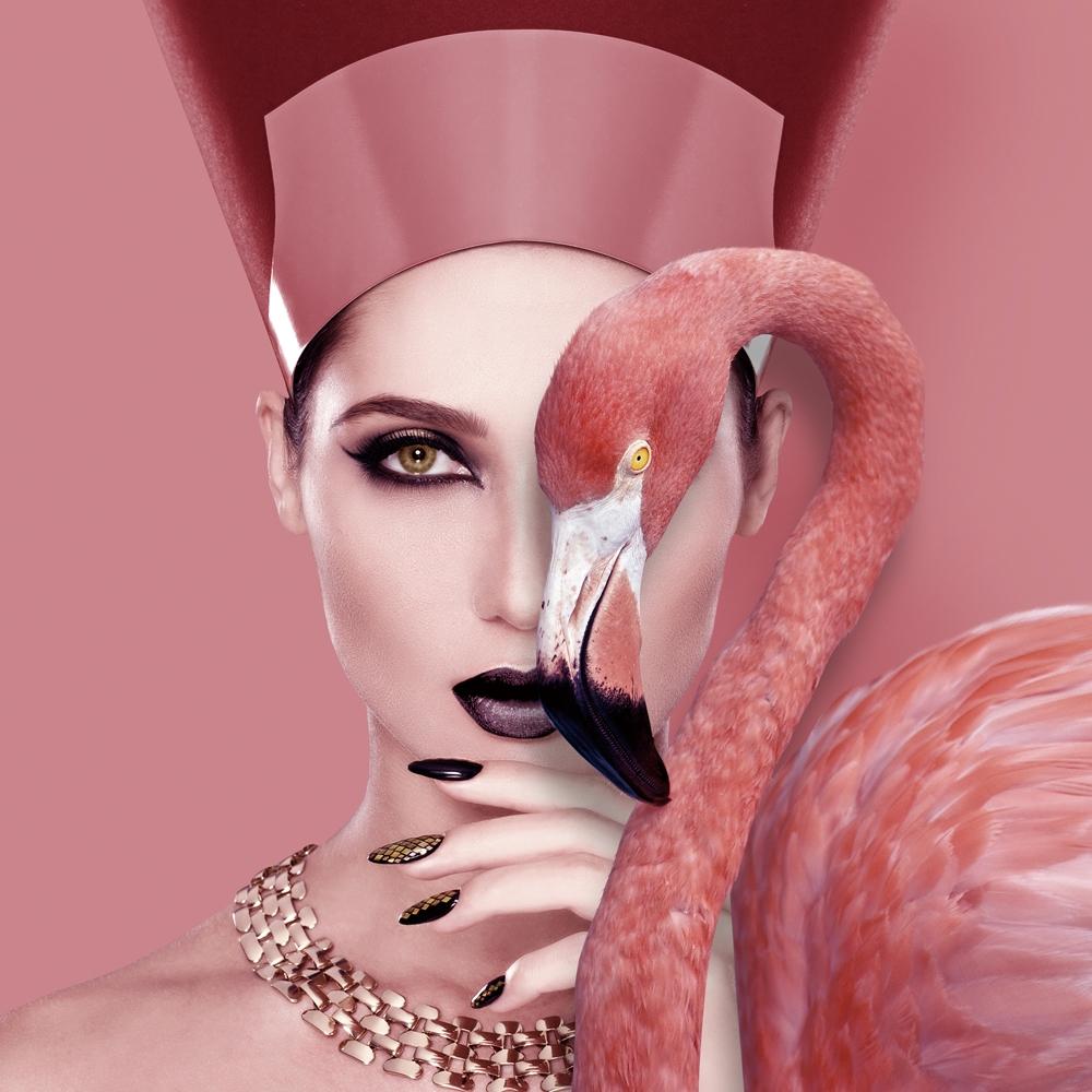 Foto op glas 'Cleopatra with flamingo'